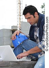 pracownik, laptop, podręcznik, umiejscawiać, używając