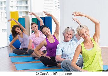 practicar, ejercicio, extensión, gimnasio, mujeres, clase