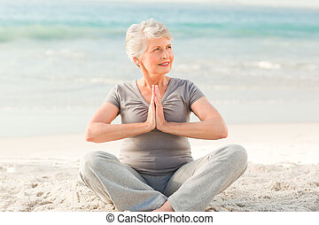 practicar, mujer mayor, yoga