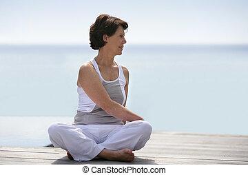 practicar, mujer, yoga, cubierta