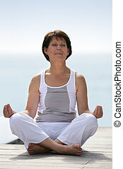 practicar, mujer, yoga, maduro