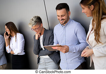 pracujące ludzie, handlowy, laptop, biuro, komputer