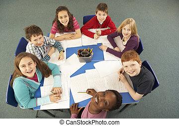 pracujący, biurko, razem, na górze, dzieci w wieku szkolnym, prospekt
