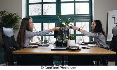 pracujący, biuro., dwa, architekt, samica, kaukaski