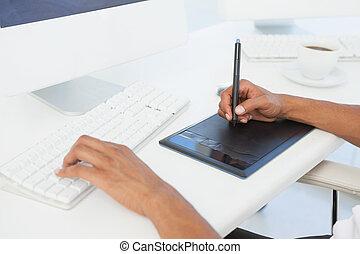 pracujący, projektant, digitizer, używając, biurko