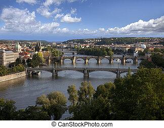 praga, panorama, con, fiume vltava, e, ponti