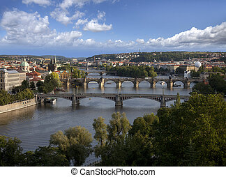 praga, panorama, con, río vltava, y, puentes