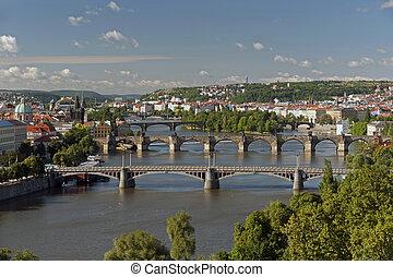 praga, -, vista panorámica, con, río vltava, y, puentes