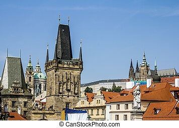 Sculpture and the bridge tower on the Charles bridge. - ...