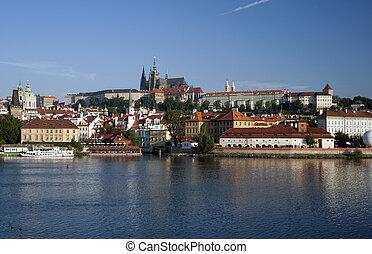 prague, -, hradcany, panorama, à, rue. vitus cathédrale, et, rivière vltava