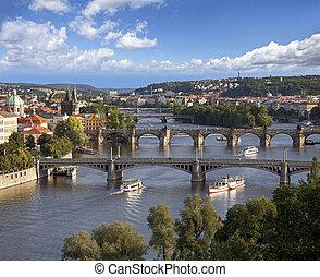 prague, panorama, à, rivière vltava, et, ponts
