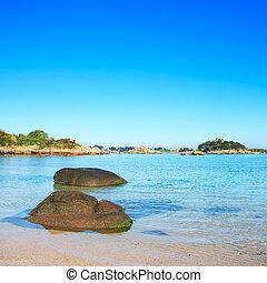 praia, brittany, ploumanach, baía, france., rocha, manhã