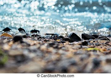 praia, cascalho, lavando, macro, sobre, foco, fundo, ondas, tiro, estreito