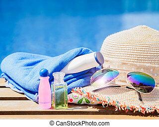 praia, conceito, shampoo, verão, rolado, férias, lado, hatand, cima, sungrasses, loção, toalhas, natação, viagem, pool.