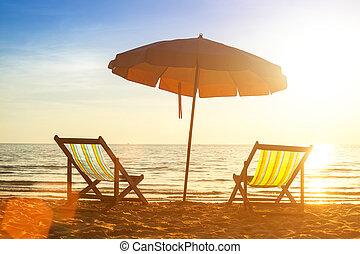 praia, loungers, ligado, desertado, costa, mar, em, sunrise.