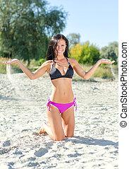 praia., mulher, posar, sorrindo
