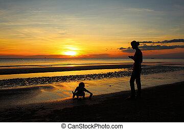 praia ocaso, filha, mãe