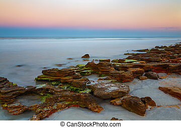 praia, pôr do sol, rochoso
