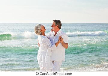 praia, par, aposentado, dançar