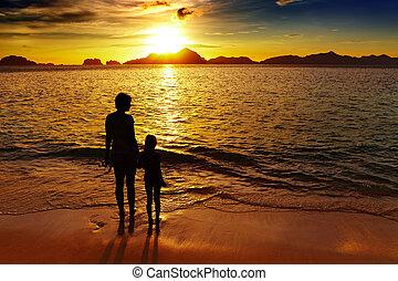 praia tropical, pôr do sol