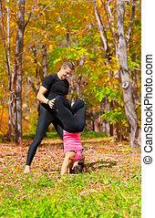pratique, couple, forêt, yoga