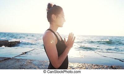 pratiquer, beach.concentrated, pendant, girl, figure,...