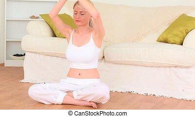 pratiquer, femme, yoga, jeune