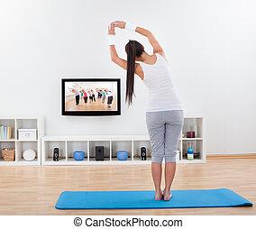 pratiquer, femme, yoga, maison