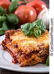 prato, com, um, pedaço, de, fresco, feito, lasanha