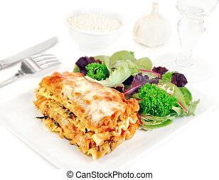 prato, lasanha, salada