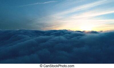 prawdziwy, lot, na, chmury, zmierzch