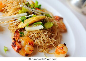 Prawn and vegetable noodles