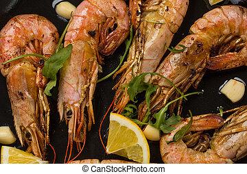 prawns shrimps with garlic, lemon, spices and italian ...