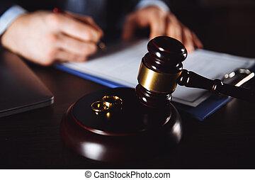 prawny, premarital, rozwód, małżeństwo, siła robocza, rozkład, albo, ślub, dekret, odwołujący, żona, wkładając, wyodrębnienie, lawyer., mąż, porozumienie, papiery, znacząc, gotowy, ring, rozwód, dokumenty