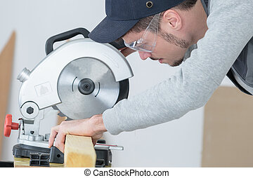 precise cutting of wood