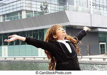 predios, mulher relaxando, escritório, liberdade, braços, dela, fundo, desfrutando, abertos