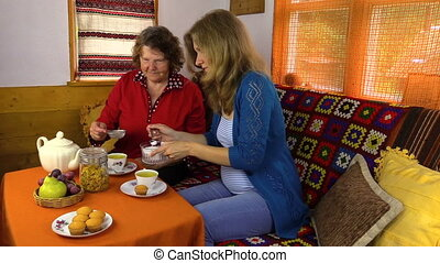 prednant woman drink tea