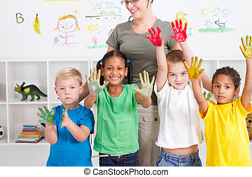 preescolar, niños, con, mano, pintura