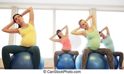 pregnant, gymnase, exercisme, fitball, femmes, heureux
