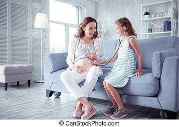 pregnant, impliqué, jeu docteur, maman, girl, sentiment, jouer