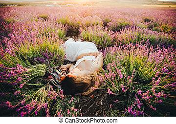 pregnant, lavender., sommet, mensonges, fleurir, vue., girl