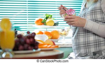 pregnant woman at breakfast