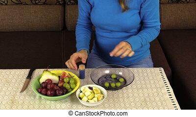 pregnant woman fruit - pregnant woman prepare special...