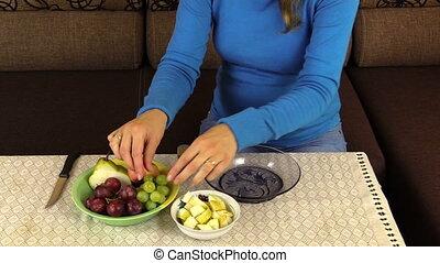 pregnant woman grape