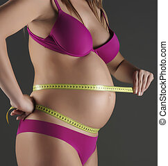 pregnant woman measures h