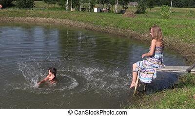 pregnant woman splash