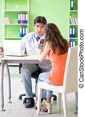 Pregnant woman visiting male gynecologyst at the clinic