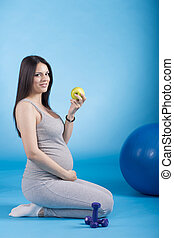 Pregnant woman with the apple