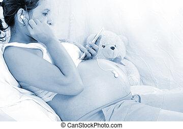 Pregnant women listen to music for Fetal development