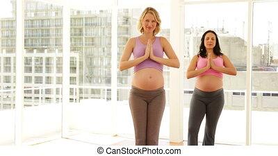 pregnant, yoga, femmes